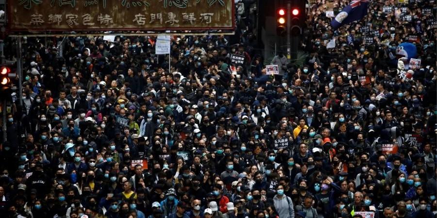 У Гонконзі під час Новорічного маршу солідарності поліція затримала більше 400 людей. За оцінкою організаторів, в акції брали участь понад 1 млн осіб.