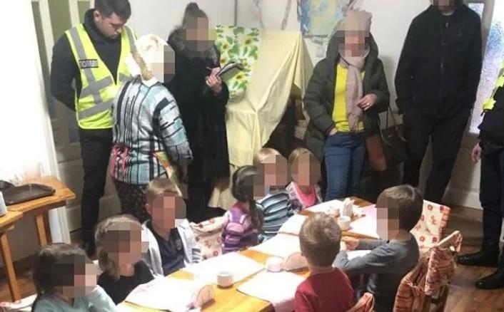 Правоохоронці викрили в Києві нелегальний дитячий садок, в якому знаходилося одинадцять дітей.