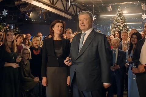 Два украинских телеканала показали в новогоднюю ночь поздравление Петра Порошенко вместо Зеленского