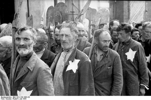 «Новая газета» сделала СССР соучастником Холокоста