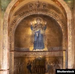 Богоматір Оранта (мозаїчний образ в Софії Київській)