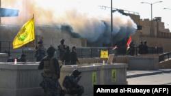 Иракские силы безопасности у посольства США, Багдад, 1 января 2020 года.