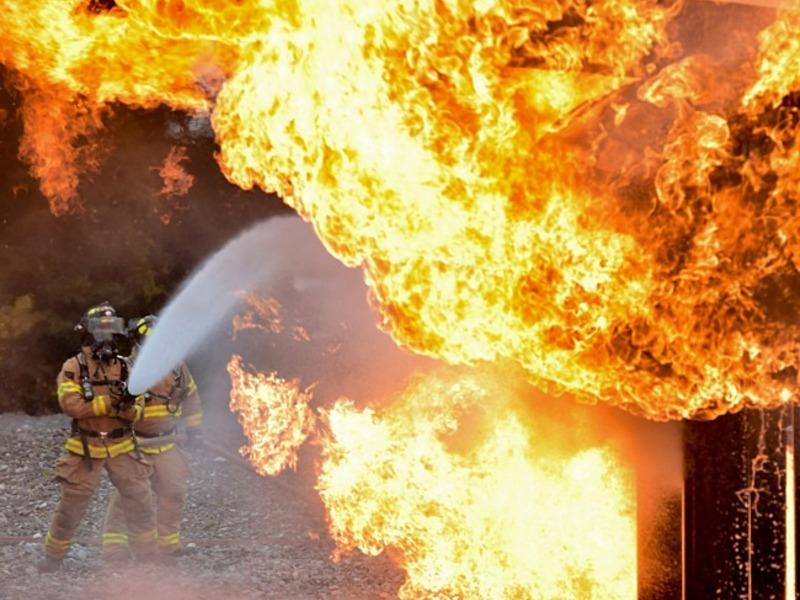 Старинный особняк горел в Астрахани, погибли не менее трёх человек
