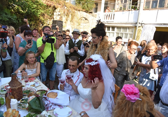 Одесская свадьба: клоуны, тюлечка и мэр. А где же брачующиеся?