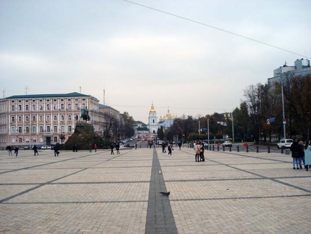 На Софийской площади в Киеве возобновили движение транспорта