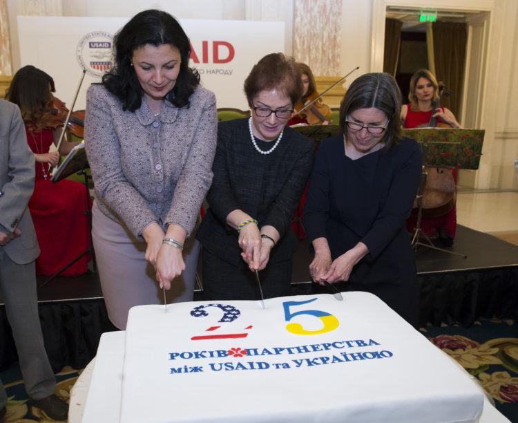 США выделят $38 млн на развитие демократических ценностей у молодежи Украины