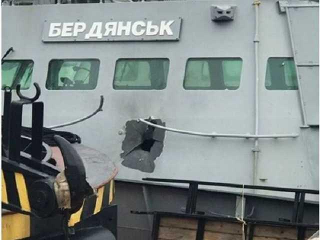 """Захват кораблей возле Крыма: Украина заявила в ОБСЕ, что катер """"Бердянск"""" обстреляли с вертолета"""