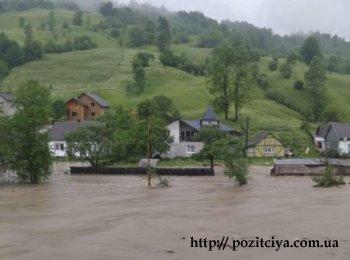 В Западной Украине реки выходят из берегов, прорывает дамбы