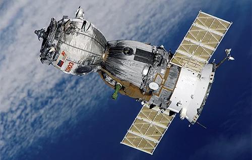 """США перестанут доставлять астронавтов на МКС на российских """"Союзах"""""""