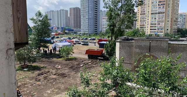 В соседнем со взрывом доме на Позняках в Киеве заметили трещины: жители напуганы