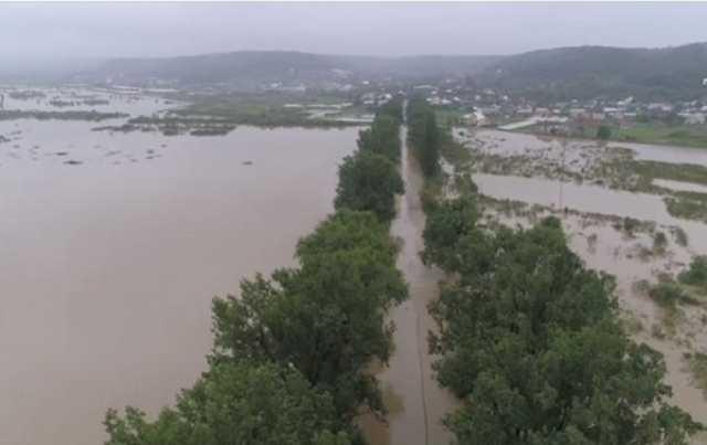 Жители пострадавших от паводков областей на западе Украины получат гумпомощь