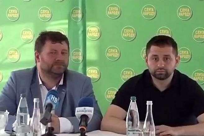 Корнієнко заявив Арахамії, що їхня колега по фракції Ірина Аллахвердієва – «баба робоча, як корабельна сосна» — «Баба робоча». Лідери партії «Слуга народу» дали оцінку своїй соратниці