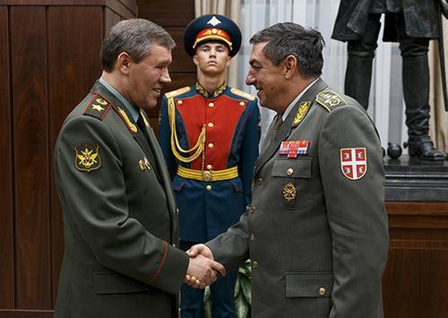 Москва и Белград укрепляют военное сотрудничество, но — не как союзники