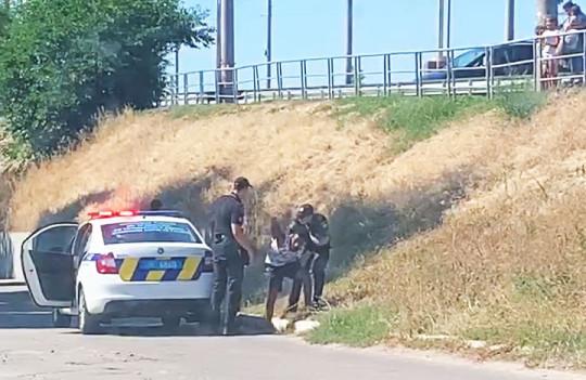 В Полтаве иностранец под наркотиками угнал машину с женщиной и двумя детьми (видео)
